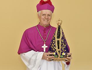 Dom Orlando Brandes recebe o Pálio dos Arcebispos em Roma
